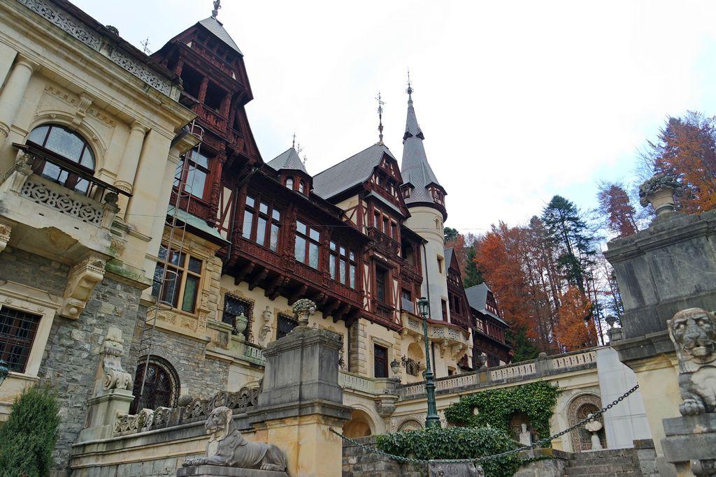 Замок Пелеш. Боковой фасад