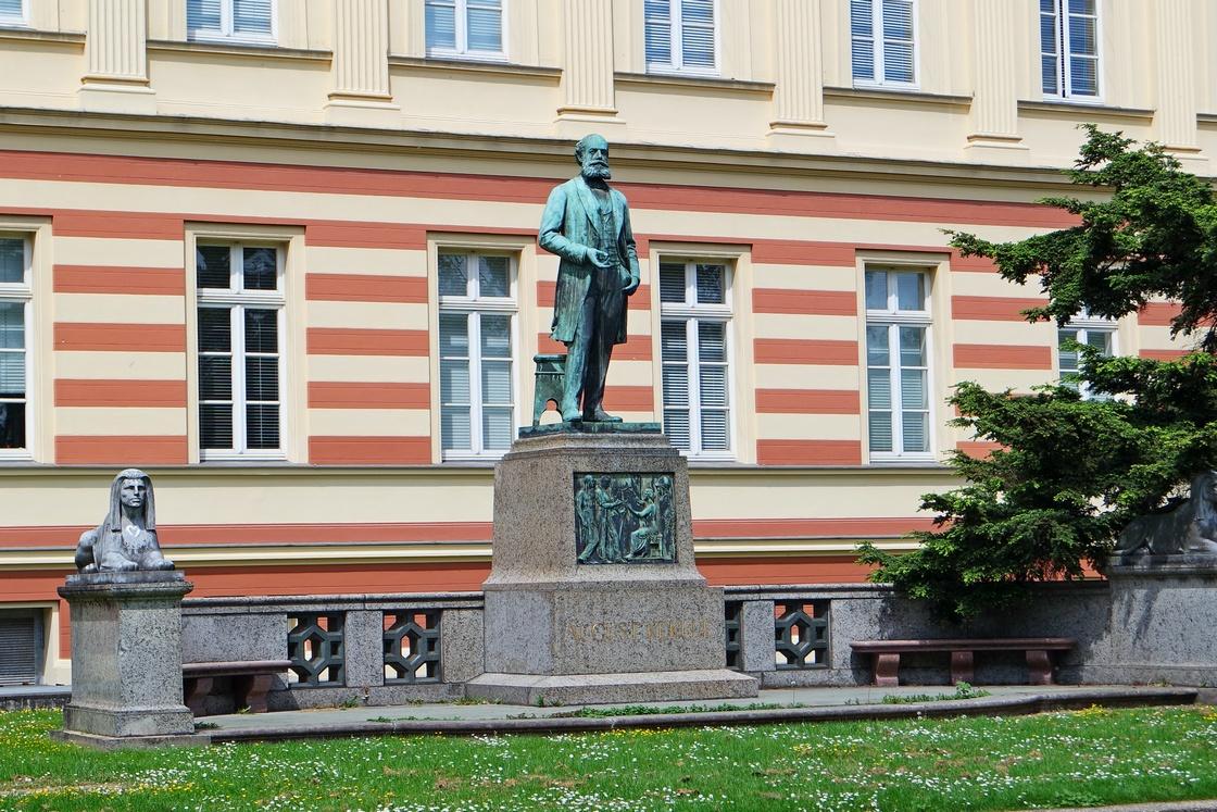 Памятник Августу Кекуле